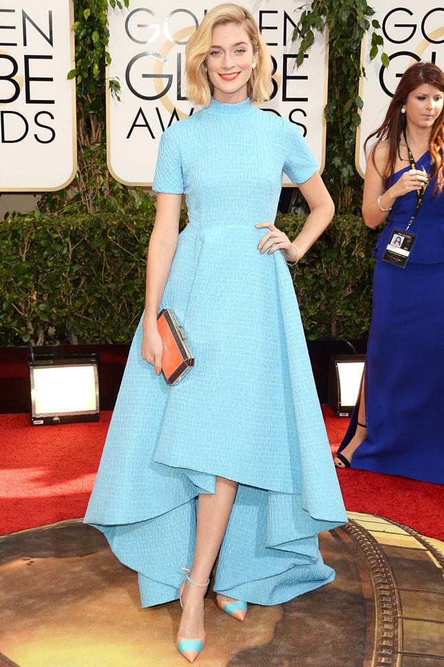 Красная помада голубое платье