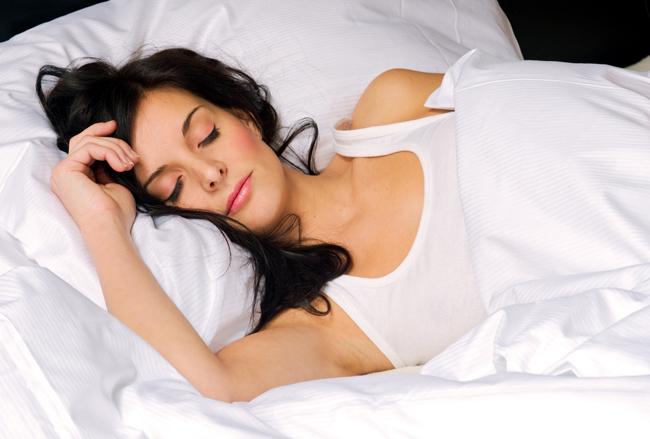 postelnoe-bele-vecherniy-ukhod