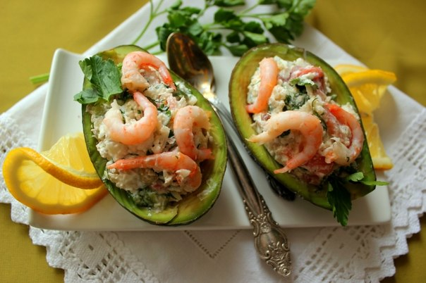 frantsuzskiy-salat-iz-avokado-i-semgi