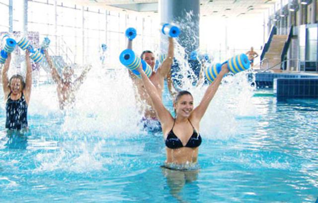 Aqua fitness wedding