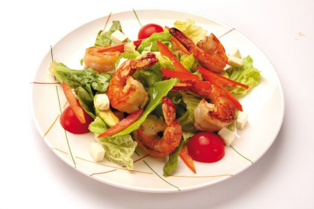 salat-s-krevetkami-pomidorami-legkiy-retsept