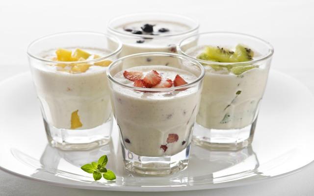 zdorovoe-pitanie-dlya-kozhi-yogurt